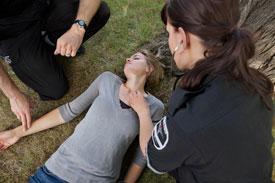 Что делать при инсульте? Симптомы и первая помощь при инсульте