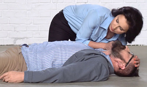 okazanie pervoy pomoschi pri infarkte miokarda - Алгоритам за прва помош за лице со миокарден инфаркт дома