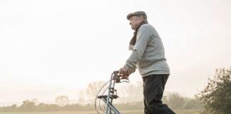 Облегчение движения пенсионеров с помощью роллеров