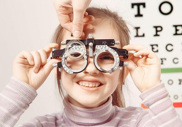 Как лечить астигматизм? Традиционные средства, лекарства, операция при астигматизме