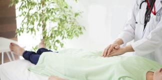 Первая помощь при панкреатите – что делать, чем лечить, лекарства