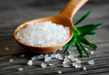 Соль – полезные свойства, вред, приготовление и лечение солью