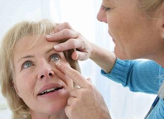 Как вытащить соринку из глаза – проверенные способы