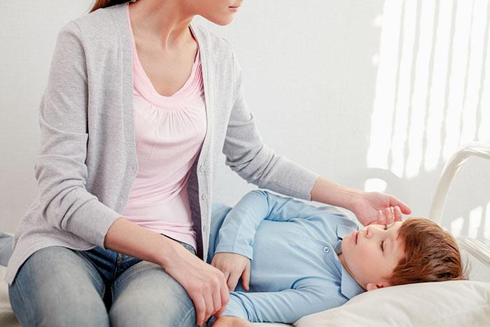 Первые признаки и симптомы ротавирусной инфекции у детей и взрослых